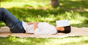 Woman sleeping with her bookの写真素材 [FYI00484209]