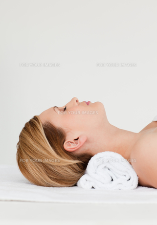 Attractive blondhaired woman receiving a spa treatmentの写真素材 [FYI00484250]