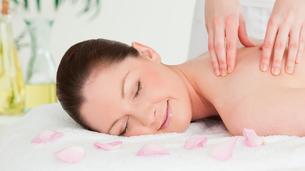 Cute woman receiving a massageの写真素材 [FYI00484379]