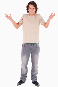 Clueless man posingの素材 [FYI00484579]