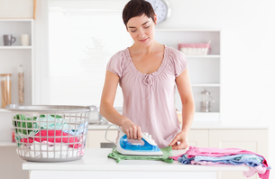 Woman ironing clothesの素材 [FYI00484655]
