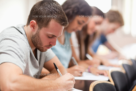 Serious students sitting for an examinationの写真素材 [FYI00484689]