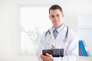 Doctor taking notesの写真素材 [FYI00484743]