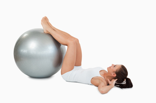 Woman developing  her abs with a ballの写真素材 [FYI00484777]