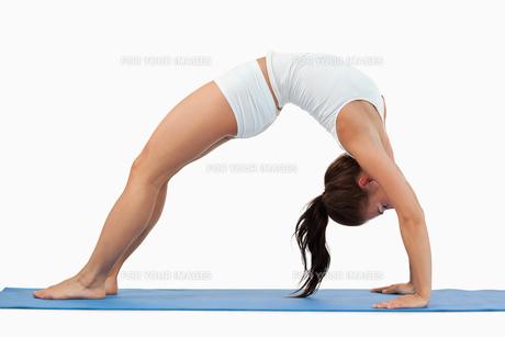 Woman practicing gymnasticの素材 [FYI00484781]