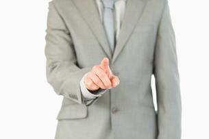 Businessmans finger activating futuristic touchscreenの素材 [FYI00484793]