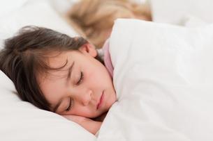 Calm children sleepingの写真素材 [FYI00484905]