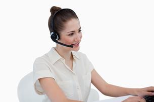 Secretary talking through a headsetの写真素材 [FYI00484921]