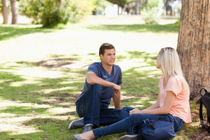 Young people flirtingの写真素材 [FYI00484937]