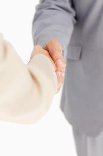 People shaking handsの写真素材 [FYI00484990]