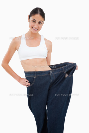 Young woman has lost a lot of weightの写真素材 [FYI00485015]