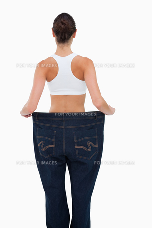 Rear view of a woman who lost a lot of weightの写真素材 [FYI00485018]
