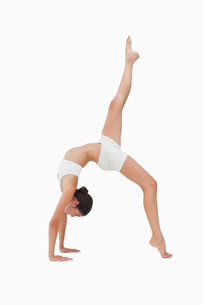 Woman in gymnastic positionの写真素材 [FYI00485038]