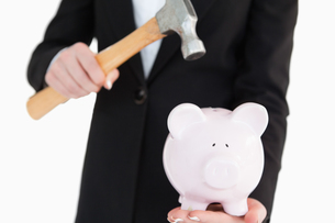 Piggy-bank going to be break with a hammerの写真素材 [FYI00485170]
