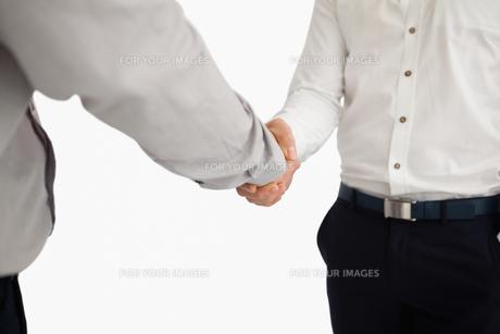 People shaking handsの写真素材 [FYI00485182]
