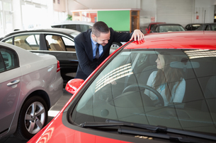 Woman trying a new carの素材 [FYI00485204]