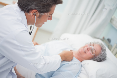 Patient is auscultating with a doctorの写真素材 [FYI00485246]