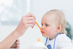 Baby with a plastic spoon on his mouthの写真素材 [FYI00485324]