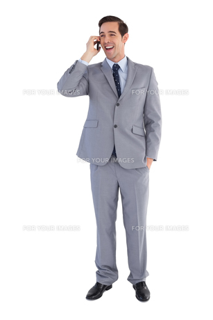 Businessman laughing while he is on the phoneの写真素材 [FYI00485345]