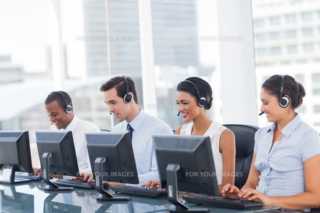 Line of call centre employeesの写真素材 [FYI00485378]