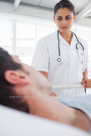 Serious nurse taking care of a patientの写真素材 [FYI00485387]