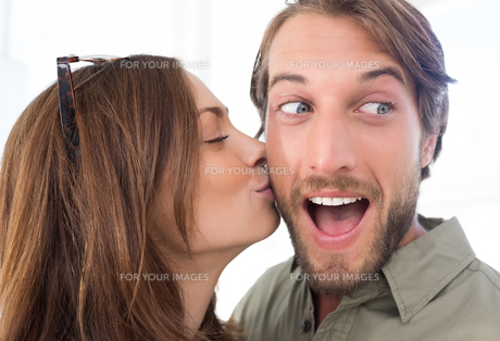 Woman kissing man with beard on the cheekの写真素材 [FYI00485409]