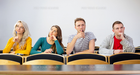 Thoughtful smiling college students in classroomの写真素材 [FYI00485502]