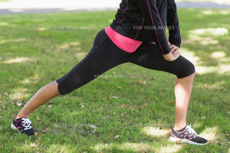 Low section of woman doing stretching exercise in parkの写真素材 [FYI00485617]