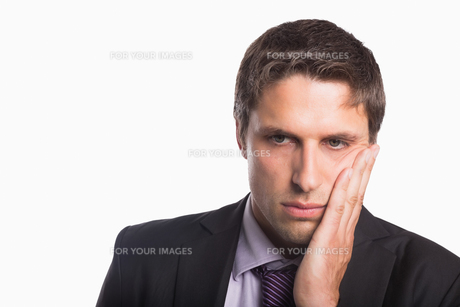 Closeup of a young worried businessmanの写真素材 [FYI00485752]