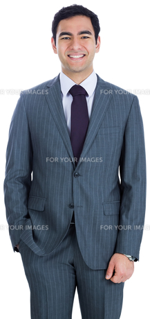 Smiling businessman standingの写真素材 [FYI00485772]