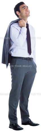 Smiling businessman standingの素材 [FYI00485787]