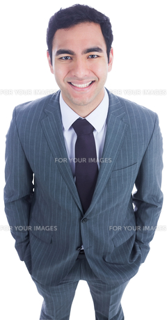 Smiling businessman standingの素材 [FYI00485788]