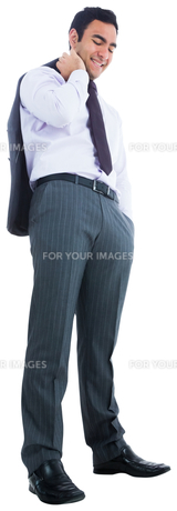 Smiling businessman standingの素材 [FYI00485801]