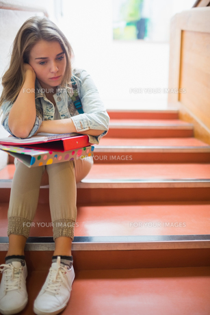 Troubled student sitting on stairsの写真素材 [FYI00485874]