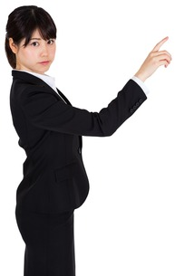 Focused businesswoman pointingの写真素材 [FYI00485993]