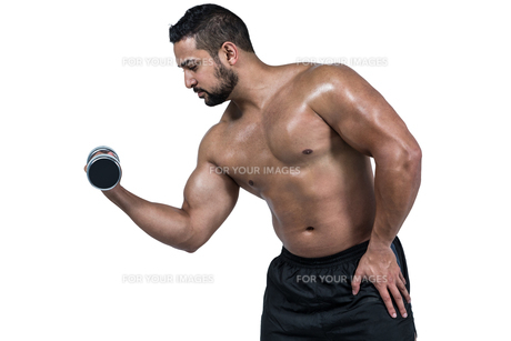 Muscular man lifting heavy dumbbellの写真素材 [FYI00486086]