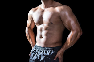Mid section of a bodybuilder manの写真素材 [FYI00486089]