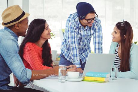 Young creative team having a meetingの素材 [FYI00486183]