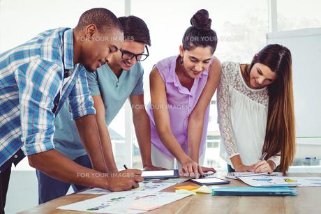 Creative business team at meetingの素材 [FYI00486203]