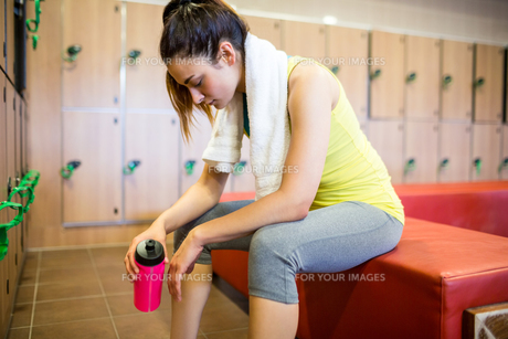 Tired woman after a workoutの写真素材 [FYI00486360]