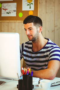 Handsome hipster working at deskの素材 [FYI00486412]