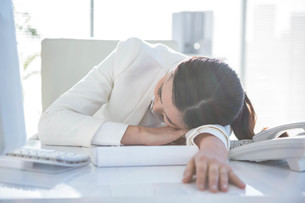 Business woman sleepingの写真素材 [FYI00486439]