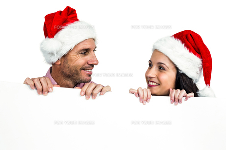 Festive couple showing a signの写真素材 [FYI00486505]