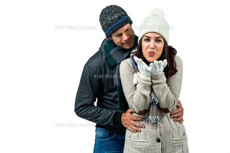 Festive couple in winter clothesの写真素材 [FYI00486513]