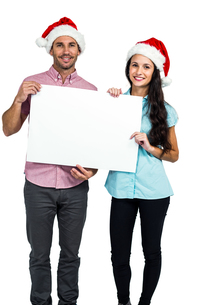 Festive couple showing a signの写真素材 [FYI00486515]