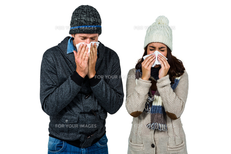 Winter couple blowing their nosesの写真素材 [FYI00486521]