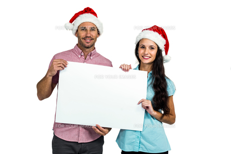 Festive couple showing a signの写真素材 [FYI00486522]