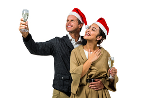 Elegant couple celebrating christmas togetherの写真素材 [FYI00486530]
