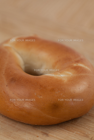 Close up of a bagelの写真素材 [FYI00486563]