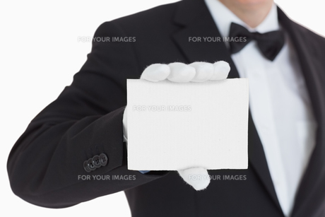 Waiter showing us a paperの写真素材 [FYI00486565]